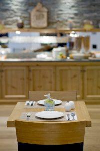 Tisch Hotel Phoenix Zermatt