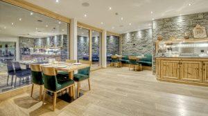 Saal für Frühstück Hotel Phoenix Zermatt
