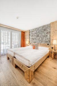 zimmer mit steinmauer hotel phoenix hotels zermatt